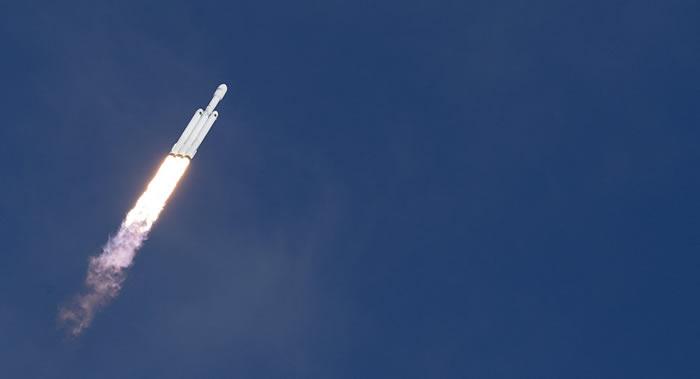 """""""猎鹰9""""运载火箭搭载西班牙通信卫星Hispasat 30W-6发射升空"""