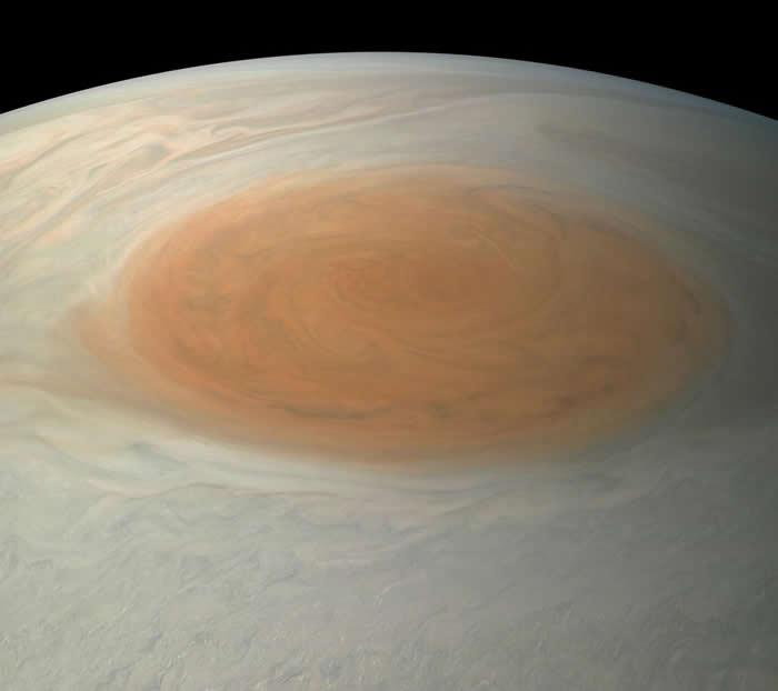 木星大红斑是太阳系相当著名的天体特征,但它可能不会永远存在那儿。 PHOTOGRAPH BY NASA, JPL-CALTECH, SWRI, MSSS, BJ
