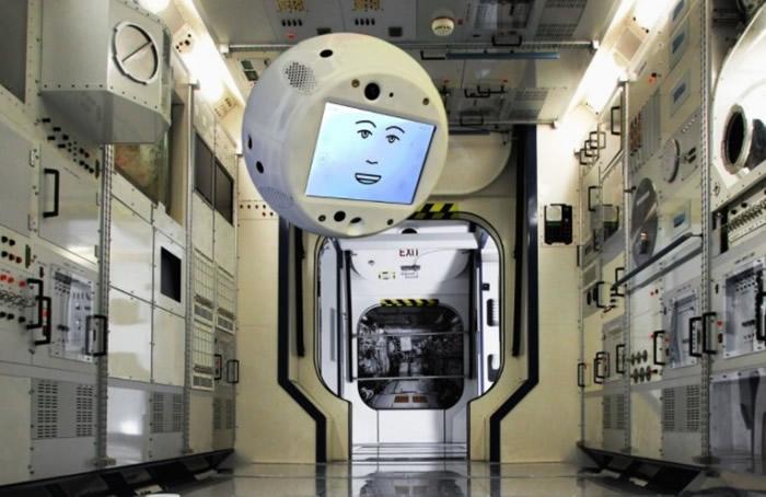 西蒙将协助驻ISS宇航员的工作。
