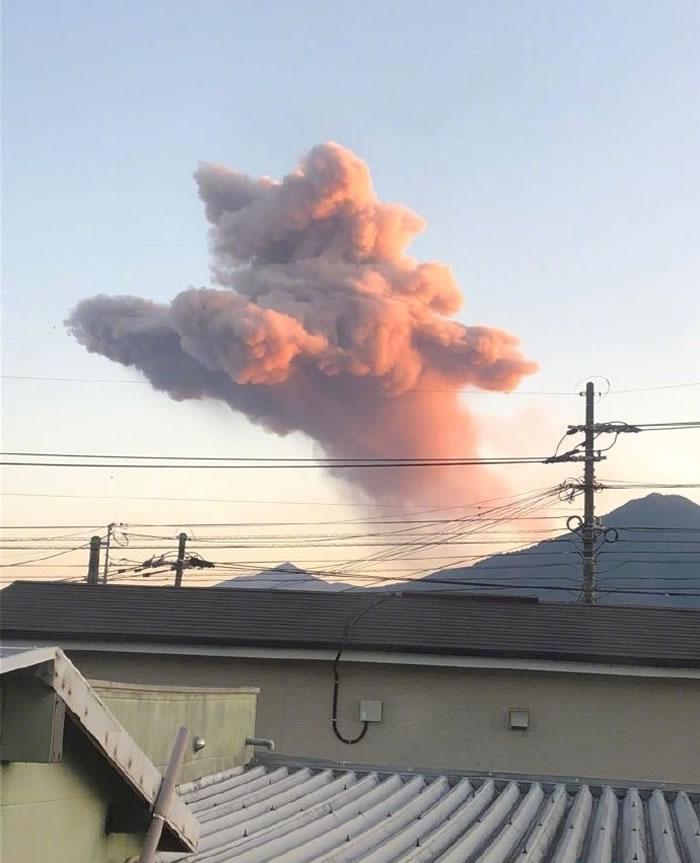 日本九州雾岛山新燃岳火山喷发 竟然喷出一只