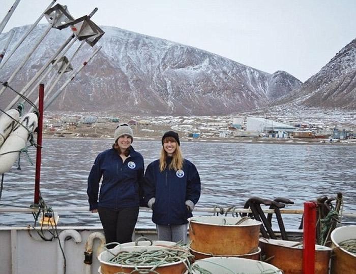 惠勒兰(左)迪瓦恩(右)对格陵兰睡鲨展开研究。