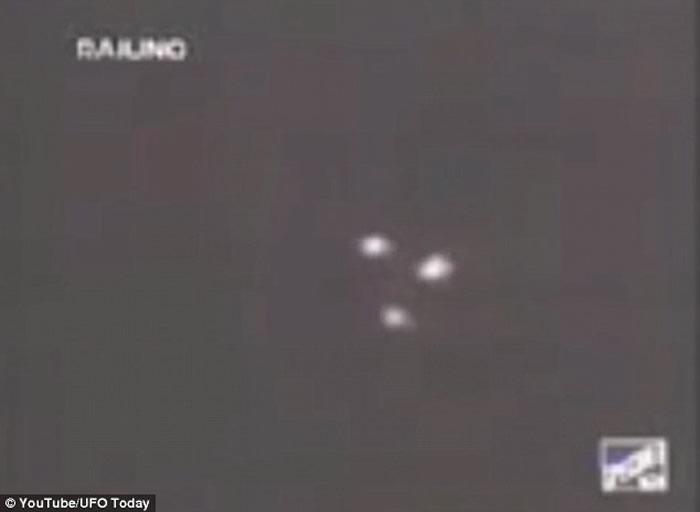 """阴谋论者声称美国空军负责监视外星人的人造UFO""""TR-3B""""已在飞行"""