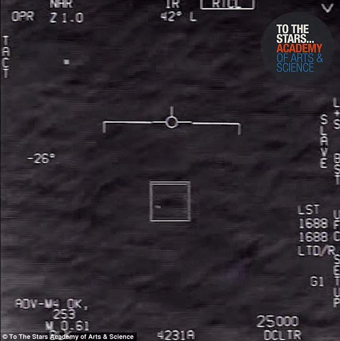 """美军F/A-18 """"大黄蜂""""战斗机拦截UFO新视频曝光 机师吓得大声尖叫"""