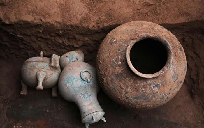 该铜壶属盛储酒类液体的青铜礼器。