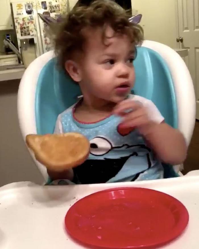 """美国亚拉巴马州2岁女童吃早餐时脸色突变称见到""""幽灵"""""""
