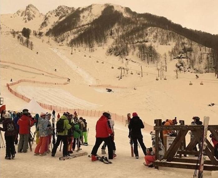 索契滑雪场披上橙雪。