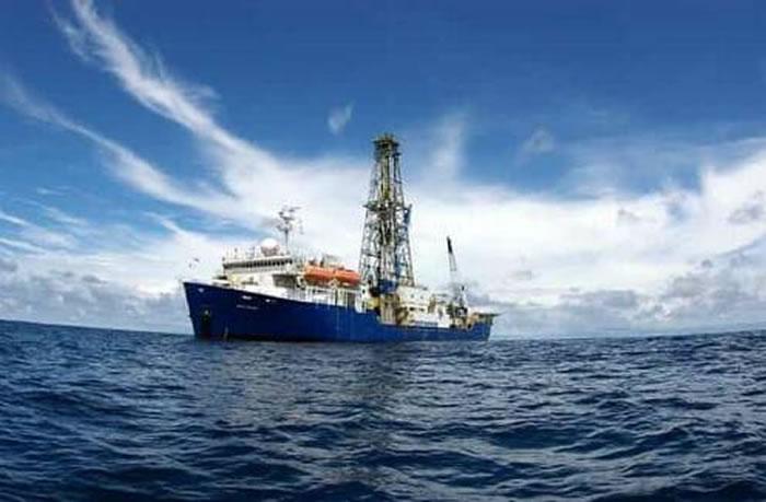 """""""决心""""号大洋钻探船在南海开展钻探 提取""""分子化石""""探寻古环境""""蛛丝马迹"""""""