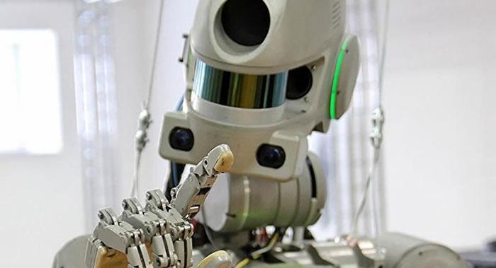 """俄罗斯新航天飞船""""联邦""""号的首位乘员将是一个机器人"""