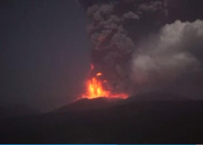 新燃岳火山凌晨再次喷发。