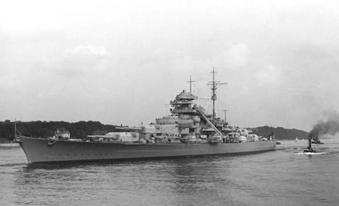 俾斯麦号不敌英国皇家海军数量占优舰只的攻击而沉没。
