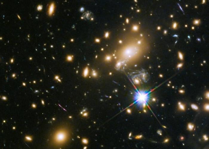 哈勃望远镜发现距离地球90亿光年外新恒星 以希腊神话人物伊卡洛斯命名