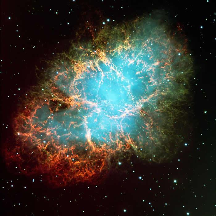 这张色彩合成影像展示的是蟹状星云,早期的天文学家觉得这个星云长得很像这种脚细细长长的甲壳动物。 PHOTOGRAPH BY NASA