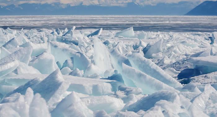 """俄罗斯萨马拉市河岸边的""""老码头""""餐厅居然随冰块漂走"""