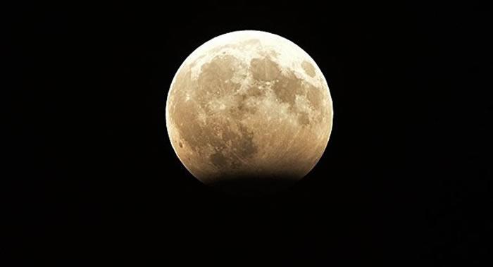 """印度向月球发送自动考察的""""月船二号""""将搭载小型月球漫游车"""