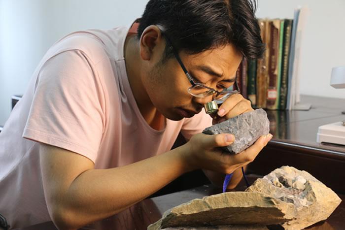 第十三届中国大学生年度人物候选人:中国地质大学(武汉)地质学2014级本科生王奉宇