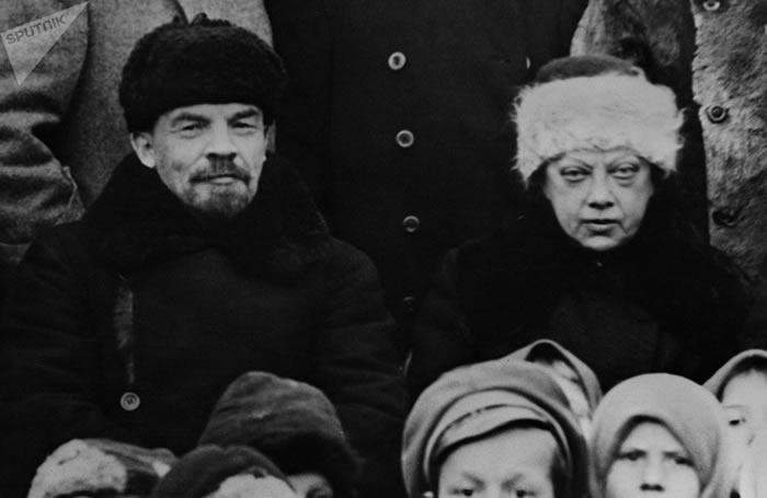 列宁与妻子纳杰日塔·克鲁普斯卡娅