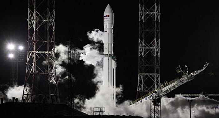 俄罗斯向安哥拉开放通信卫星频率补偿Angosat-1发射失败