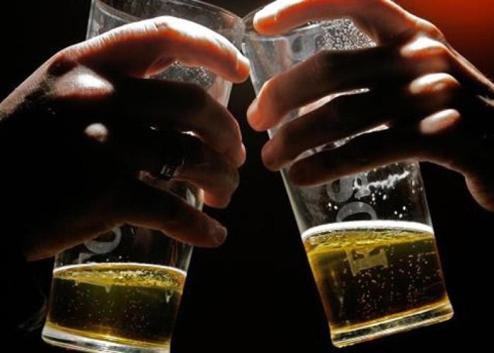 专家表示,研究结果挑战少量饮酒习惯有利健康的说法。(资料图片)