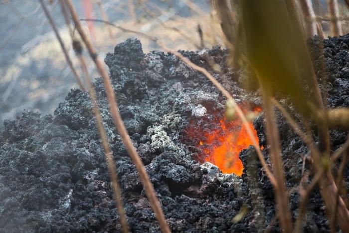 美国夏威夷岛基拉韦厄火山持续喷发