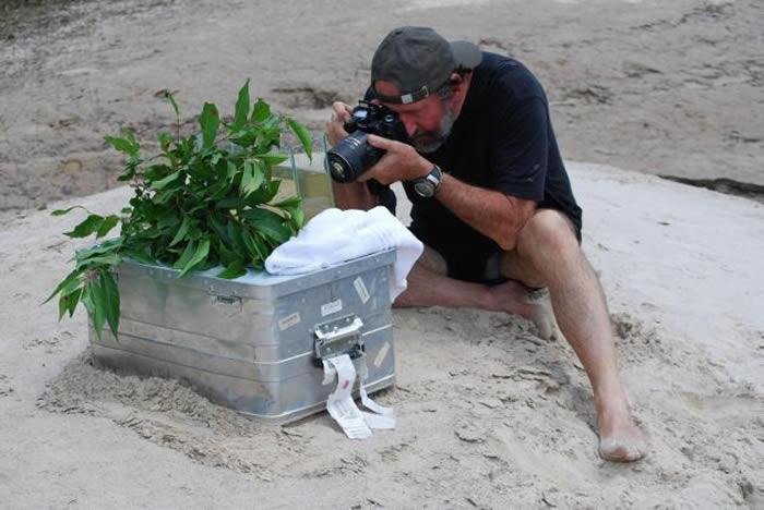 海科.布拉赫(Heiko Bleher)号称「热带鱼界的印第安那琼斯」,他走遍世界寻找新的鱼种。 PHOTOGRAPH BY EMILY VOIGT