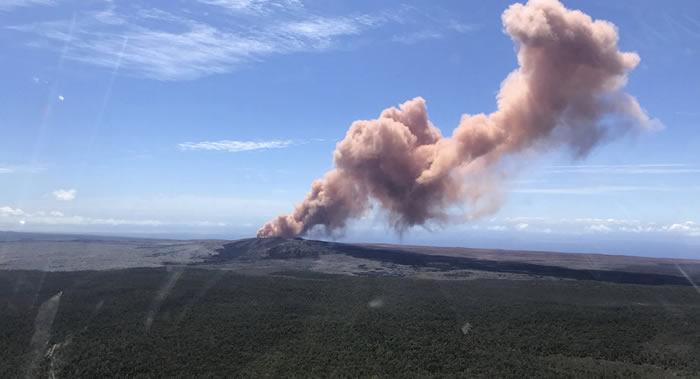 美国夏威夷基拉韦厄火山出现新的火山裂缝