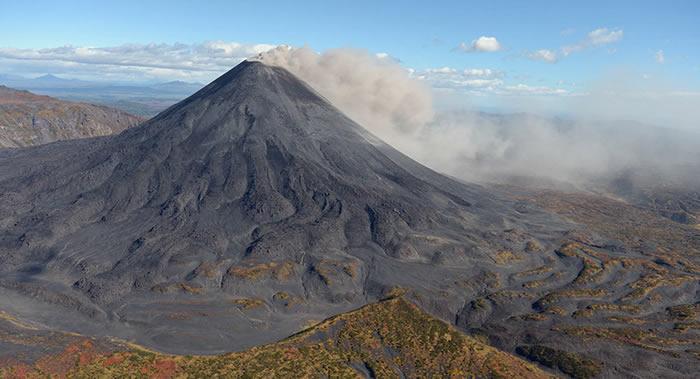 俄罗斯堪察加半岛卡丽姆斯卡火山一天内二次喷发