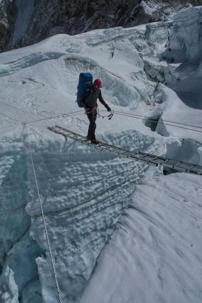 普莱恩登上珠峰。