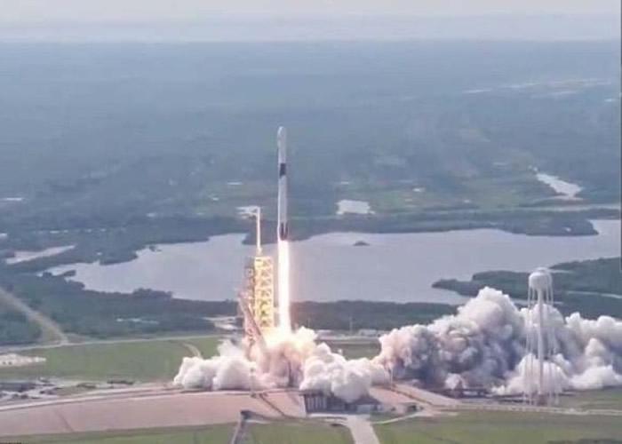 Space X首次成功发射Block5猎鹰9号火箭。