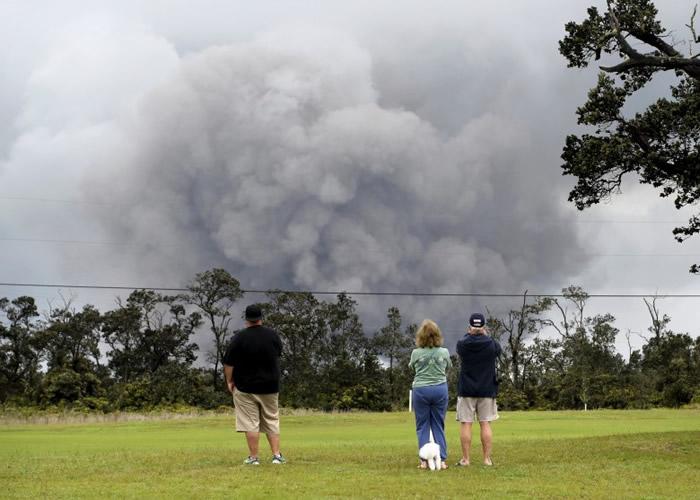 美国夏威夷大岛基拉韦厄火山17日再度喷发 火山灰冲上9100米高空