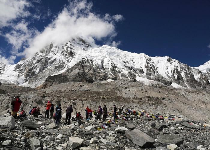 雪巴人属天生的登山向导员,主要负责为登山者运送物资。