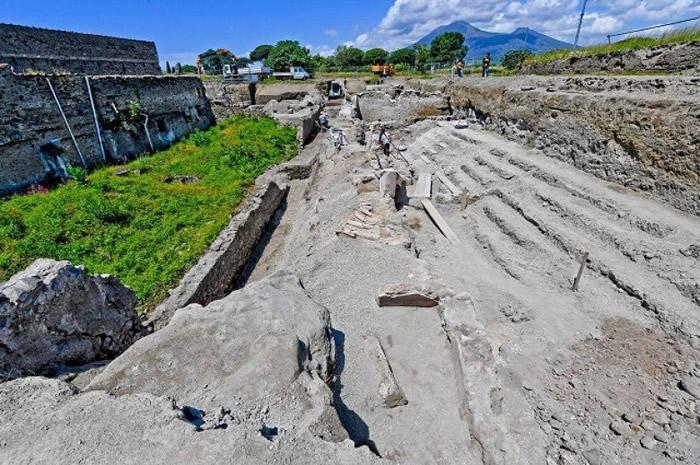 意大利考古队发现庞贝古城建筑群 罕见保持完好