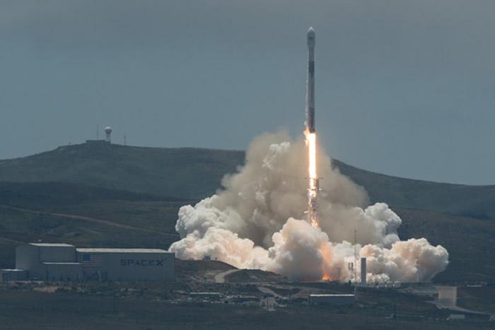 SpaceX猎鹰9火箭成功发射NASA双卫星 监测海平面上升、冰川融化
