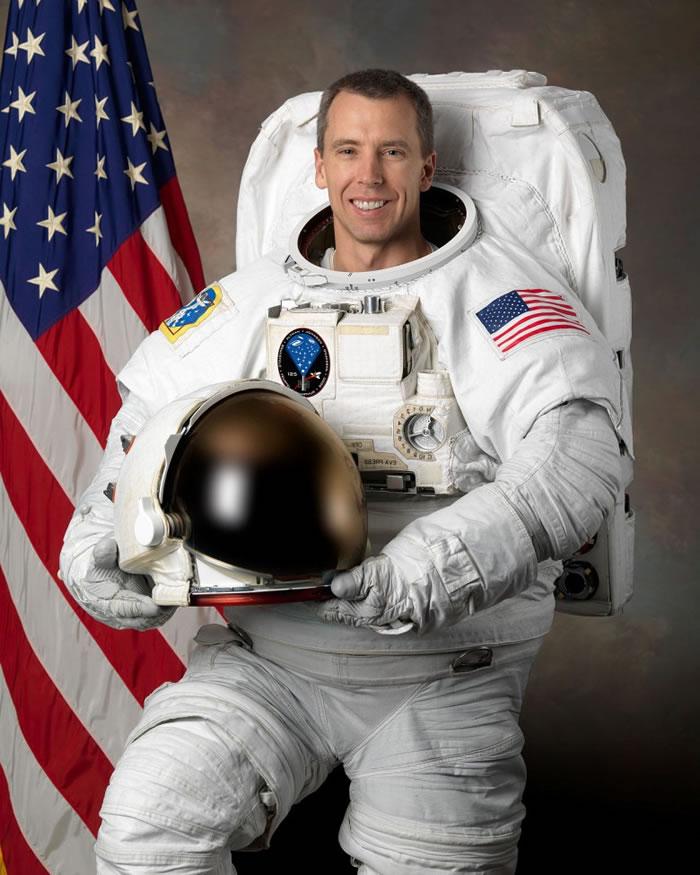 据报该名宇航员是福斯特。