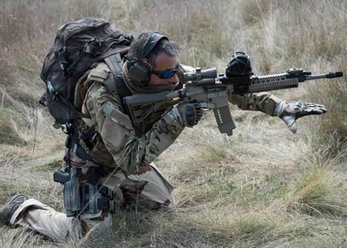 法国国防厂商发展音源追踪器,可以透过战术鱼骨安装在步枪上。
