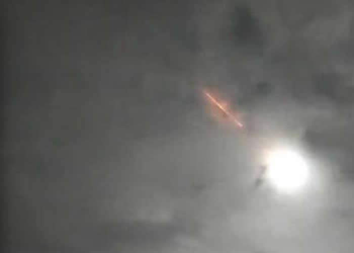 视频显示一颗陨石在云南景洪坠落