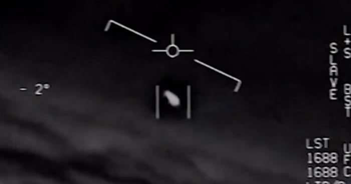 14年前美国尼米兹航母战斗群遇白色椭圆UFO 巡洋舰雷达曾多次捕捉到异常物体