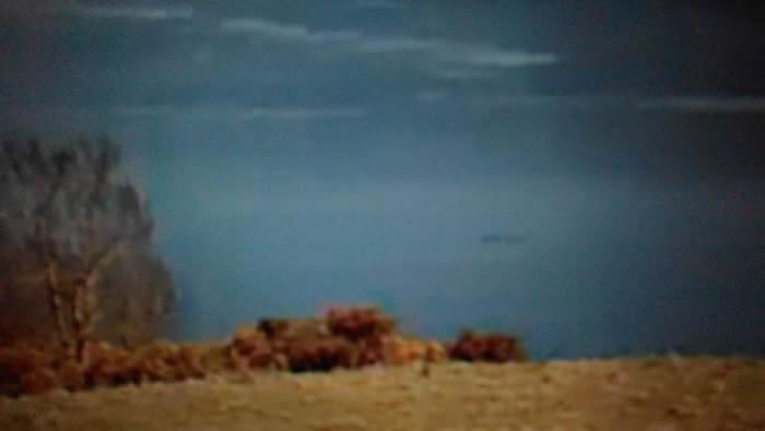 爱尔兰游客称在苏格兰尼斯湖直击长达20尺水怪 获尼斯湖水怪观光登记处认证
