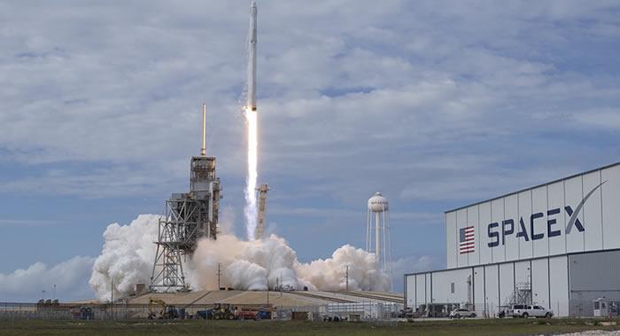 SpaceX公司将不早于2019年中期完成首次太空游客的飞月之旅