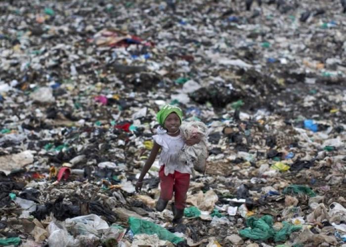 全球多地塑料袋污染问题严重。(资料图片)