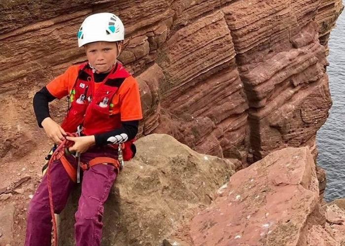 米尔斯成为征服老人石礁顶的最年轻攀登者