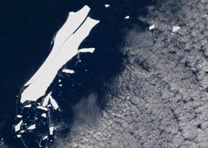 B-15冰山已分离出多个巨型冰块。