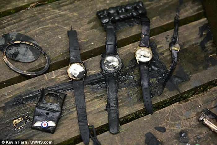 英国格洛斯特郡失业男子绑磁铁公园湖边垂钓 钓起装满珠宝的保险箱