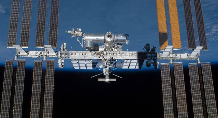 美国宇航员安德鲁∙福斯特和理查德∙阿诺德进入开放太空