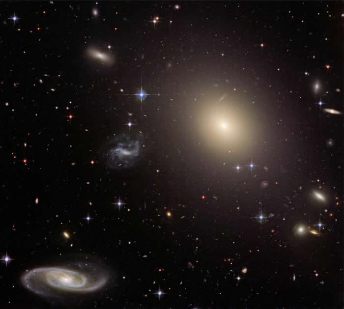 星系ESO325-G004中的引力与爱因斯坦广义相对论预测的一致