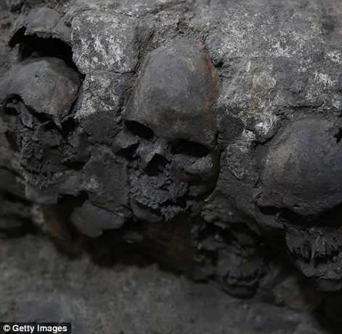 墨西哥阿兹特克神庙挖出650颗头骨塔 排列整齐皮肉全削平