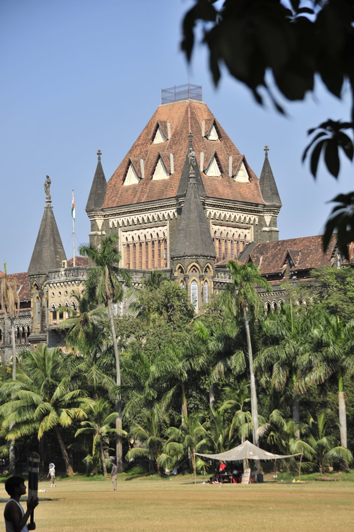 印度:孟买高等法院以哥德式风格建成。