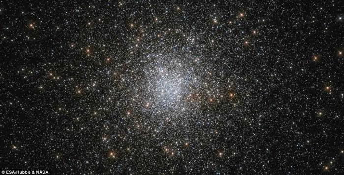 哈勃太空望远镜发现一百亿年前形成的古老球状星团