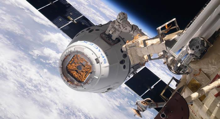 """SpaceX""""龙""""货运飞船向国际空间站运送机器人、冰淇淋和高浓度咖啡"""