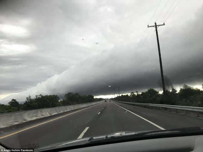 在田纳西州的天空上看到巨大的管状云