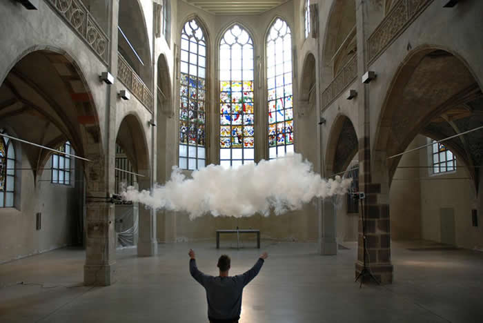 在德国科隆(Cologne)艺术中心(Kunst Station)的幕后工作情景。 PHOTOGRAPH COURTESY RONCHINI GALLERY